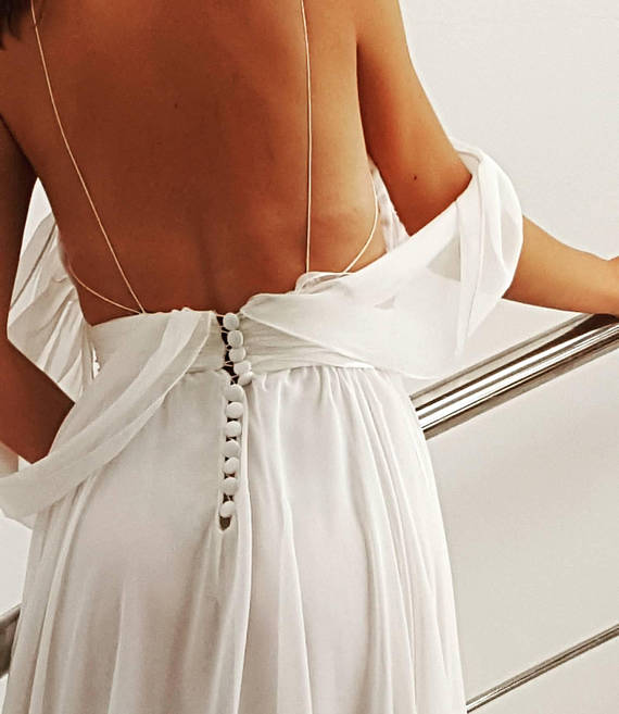 Longue robe drapée